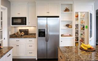 Установка нового холодильника на кухне