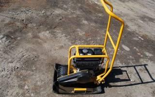 Работа виброплитой: трамбовка песка, уплотнение щебня, укладка тротуарной плитки